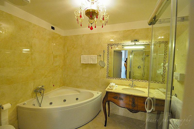 Pesaro Palace Hotel Bathroom