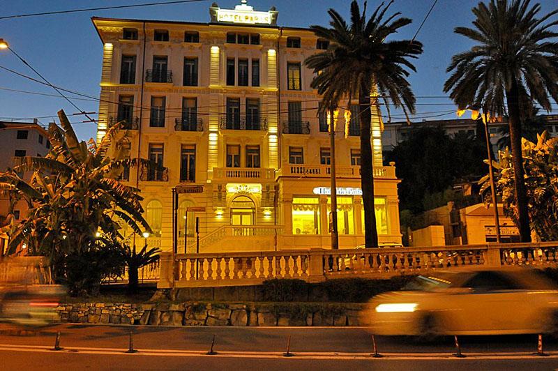 Hôtel de Paris Sanremo at night