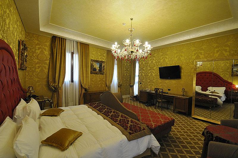 Pesaro Palace Junior suite bedroom