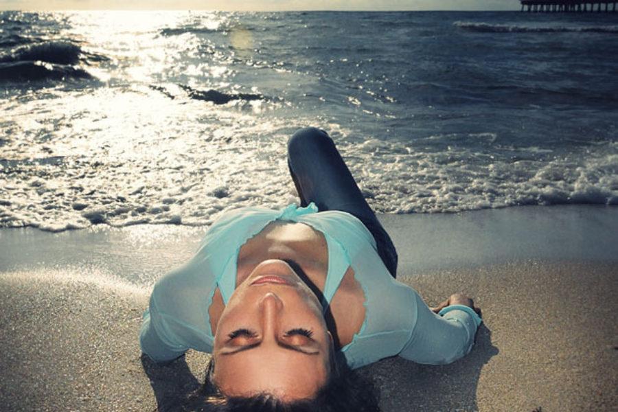 Jana portrait on the beach
