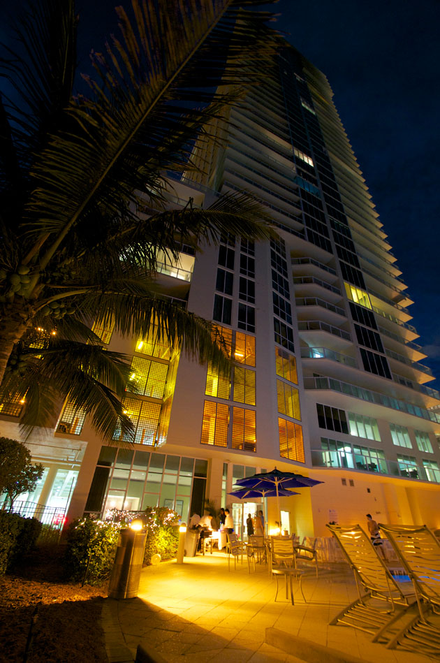 La Perla Condo Miami at night