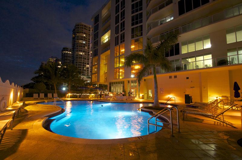 La Perla Condo Miami pool
