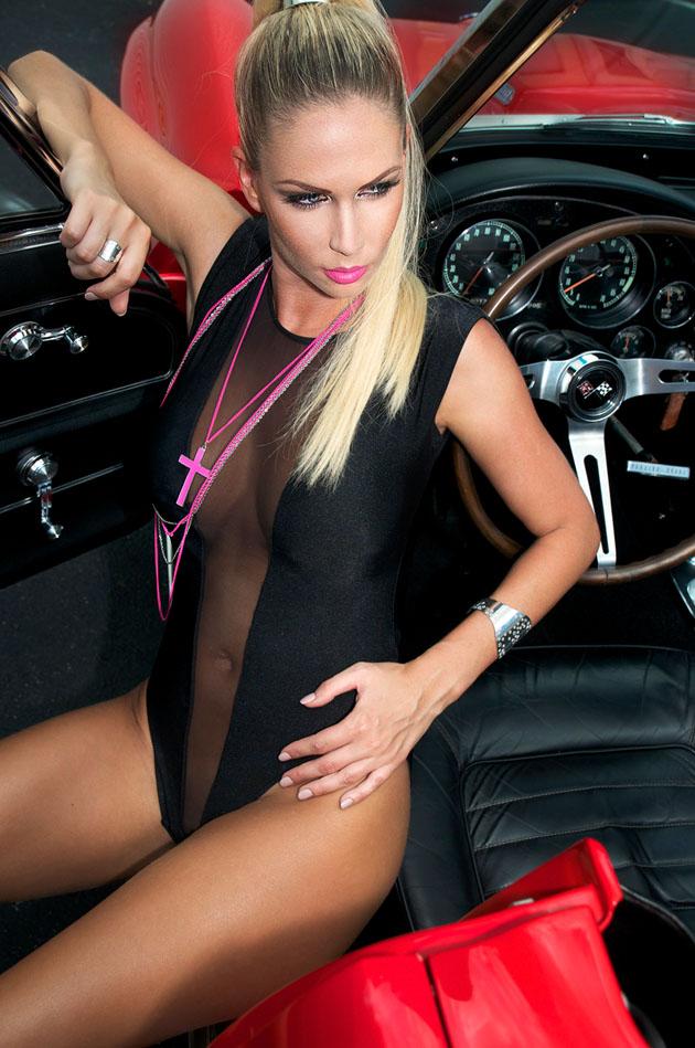 Andrea-Jarova-Exclusive-Magazine-1